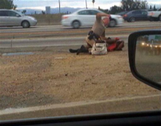 کتک زدن یک زن بی خانمان توسط پلیس (+عکس)