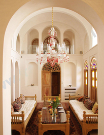 هتلی سنتی منوچهری در دل کویر (+عکس)