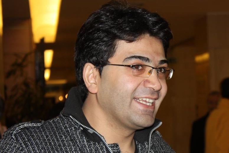 عكس فرزاد حسني و جمعی از بازیگران در تئاتر