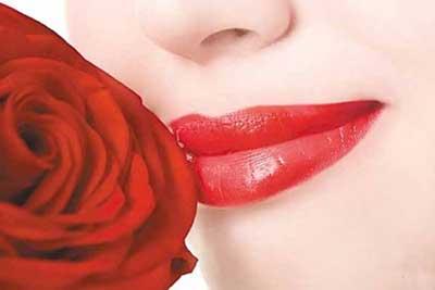 ترفند هایی برای زیباتر شدن لب ها