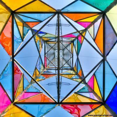 عکس های دیدنی از تزئین دکل های برق با شیشه های رنگی