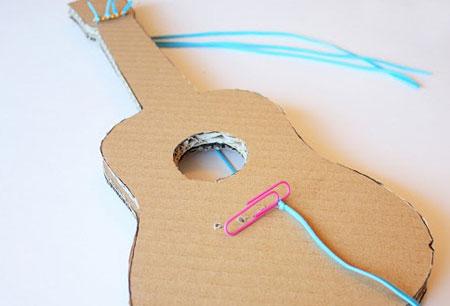 آموزش درست کردن گیتار با استفاده از مقوا