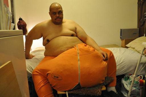 این مرد با بزرگترین بیضه جهان (+عکس)