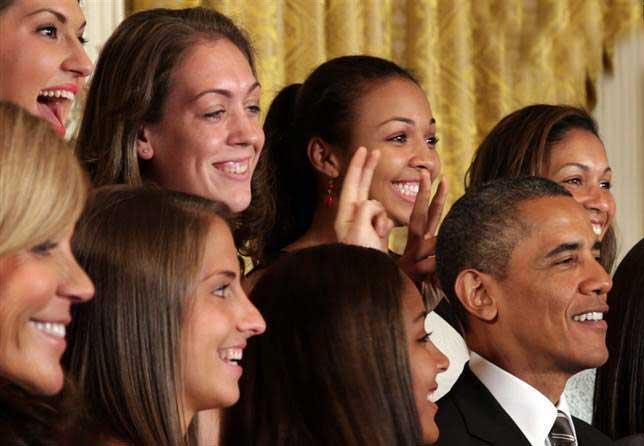 شاخ درآوردن اوباما توسط دختران + تصاویر