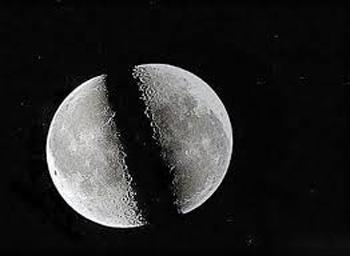 ضرب المثل پرمعنای شق القمر