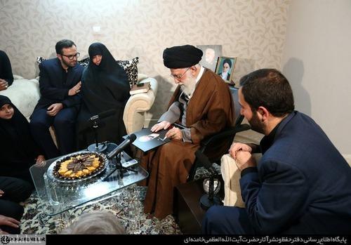 رهبر مهمان منزل شهید همدانی شد + تصاویر