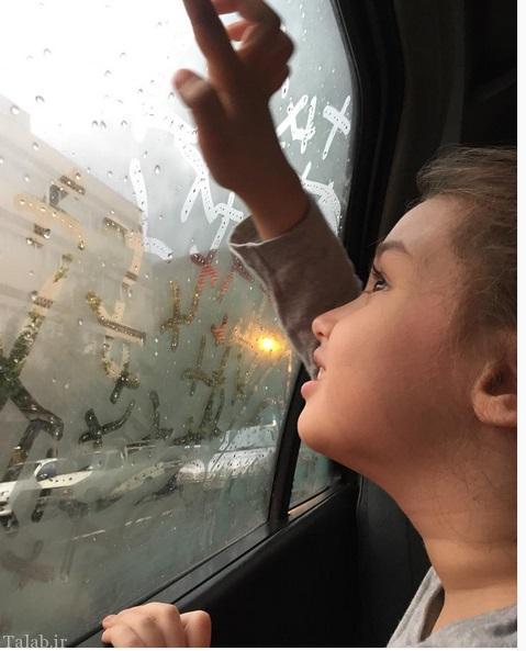 بارانا دختر بنیامین پشت شیشه بخار گرفته (عکس)