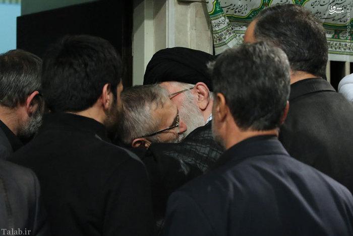 مداح حاج منصور در آغوش حضرت آقا + عکس
