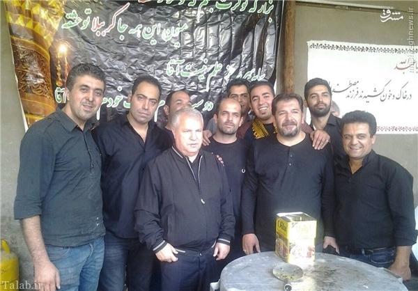 علی پروین بر سر دیگ نذری در ظهر تاسوعا + عکس