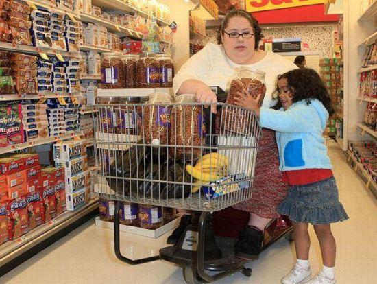زنی که می خواهد چاق ترین فرد دنیا شود + تصاویر