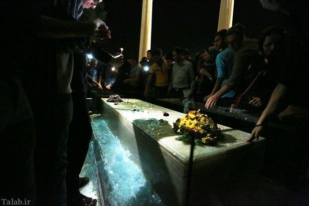 علت شکسته شدن محافظ مقبره حافظ