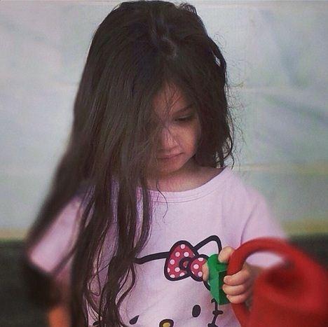 عکس بامزه و دیدنی از دختر زیبای بنیامین در خواب راحت