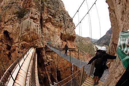 رد شدن از این پل ترسناک دل شیر می خواهد + تصاویر
