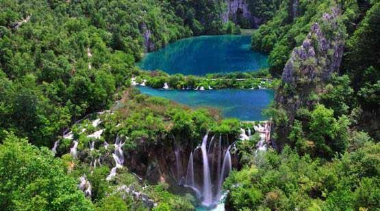 آشنایی با متفاوت ترین و زیباترین دریاچه های جهان