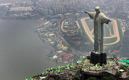 مسن ترین خبرنگار فوتبال در برزیل + عکس