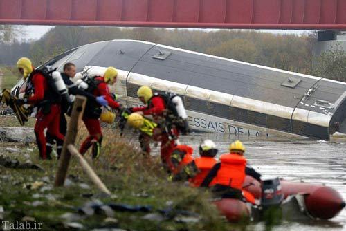خروج قطار از ریل در پاریس و مرگ مسافران + عکس