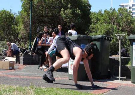 یک ورزش عجیب و خنده دار مرسوم در ایتالیا (عکس)