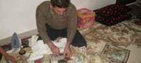 مردی که شغلش نو کردن اسکناس ها است (عکس)