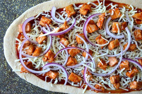 چگونه پیتزای مرغ با سس باربکیو درست کنیم؟
