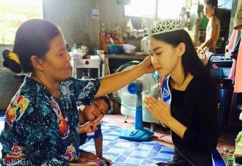 ببینید ملکه زیبایی با مادر خدمتکارش چگونه رفتار می کند!