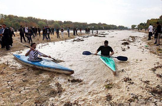 خوشحالی مردم از بازگشت جریان آب به زاینده رود + تصاویر