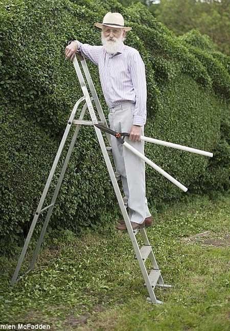 خلاقیت پیرمرد 75 ساله در ساخت یک پرچین
