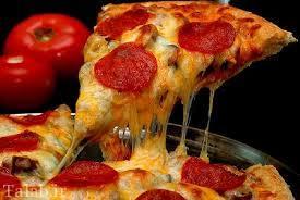طرز تهیه پیتزای پپرونی با گوجه فرنگی