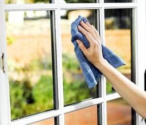 تمیز کردن اصولی در و پنجره
