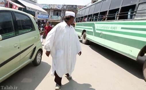این مرد 25 سال دنده عقب راه میرود !