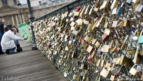 پلی مشهور در پاریس که عشاق بر آن دخیل می بندند