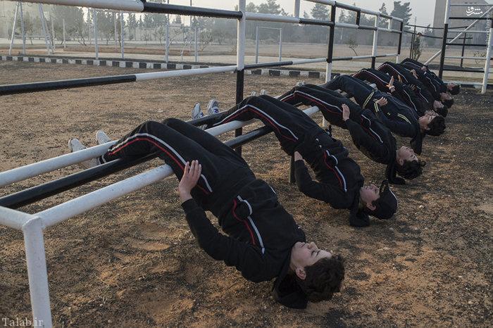 تصاویر دیدنی از تمرینات سخت زنان ارتشی سوریه