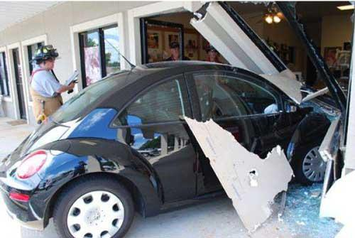 تصاویری باحال تصادف رانندگی خانم ها در خیابان