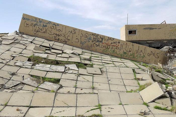 ببینید چه بلایی بر سر قبر صدام آمده است! (عکس)