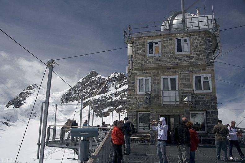 رصد خانه شگفت انگیز بر فراز قله های آلپ (عکس)
