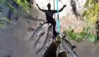بند بازی ترسناک بالای رودخانه کروکودیل ها + عکس