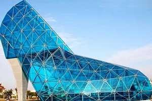 کلیسای آبی رنگ به شکل کفش زنانه + عکس