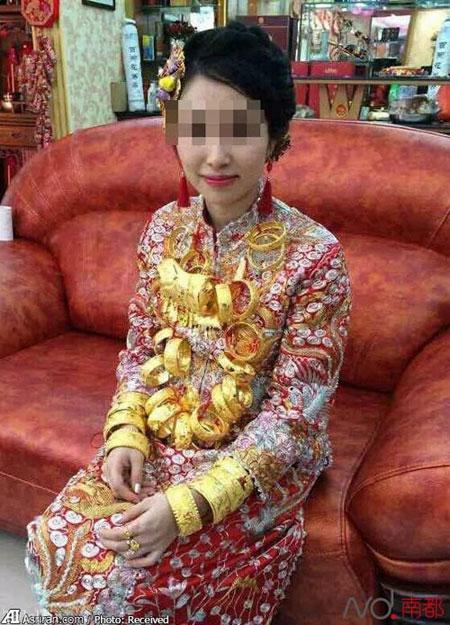 خانمی که غرق در طلا به خانه بخت رفت + تصاویر