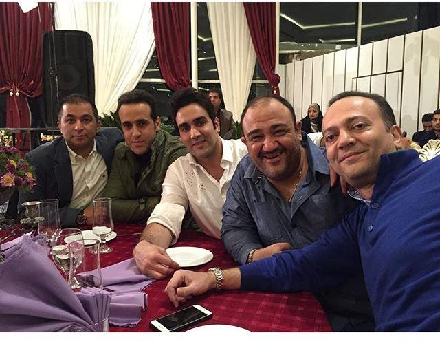 عکس یادگاری پوریا پورسرخ در کنار علی کریمی در رستوران