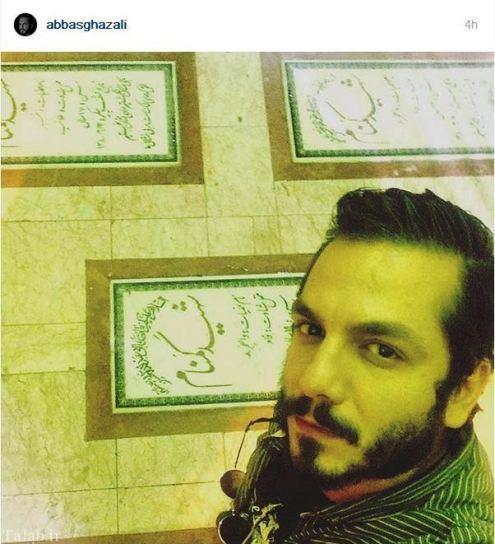سلفی عباس غزالی در مزار شهدای گمنام