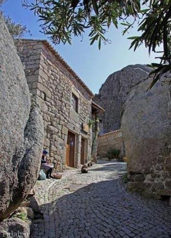 روستایی دیدنی که از سنگ ساخته شده است
