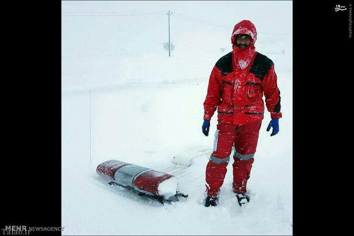 زایمان یک زن وسط برف و سرما در شمال (عکس)