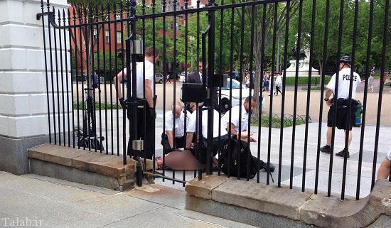 یک مرد در مقابل کاخ سفید برهنه شد