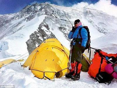 صعود جوان ترین کوهنورد زن به قله بلند اورست + تصاویر