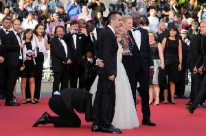 خبرنگاری که زیر دامن بازیگر زن رفت !! + تصاویر
