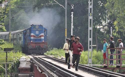 تفریح خطرناک جوانان هندی + عکس
