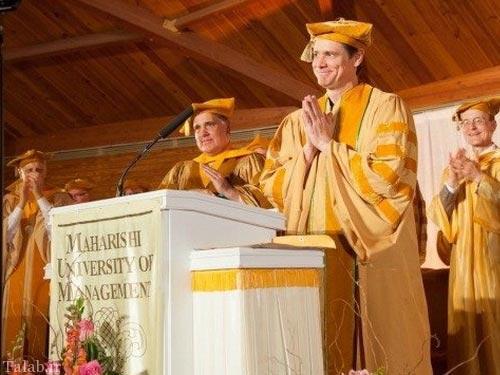 دکتر شدن جیم کری بازیگر معروف جهان (عکس)