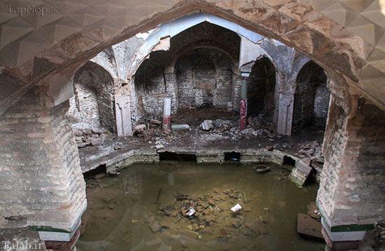 آشغال های سرگردان در حمام تاریخی کرمان