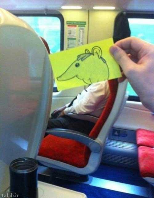 نقاشی کشیدن یک مسافر در مترو تهران کرج و انتشار عکس ها در فیس بوک