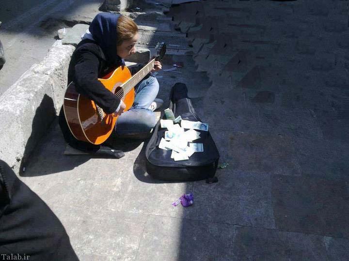 دختری با زدن گیتار در تهران از مردم طلب کمک میکند + عکس