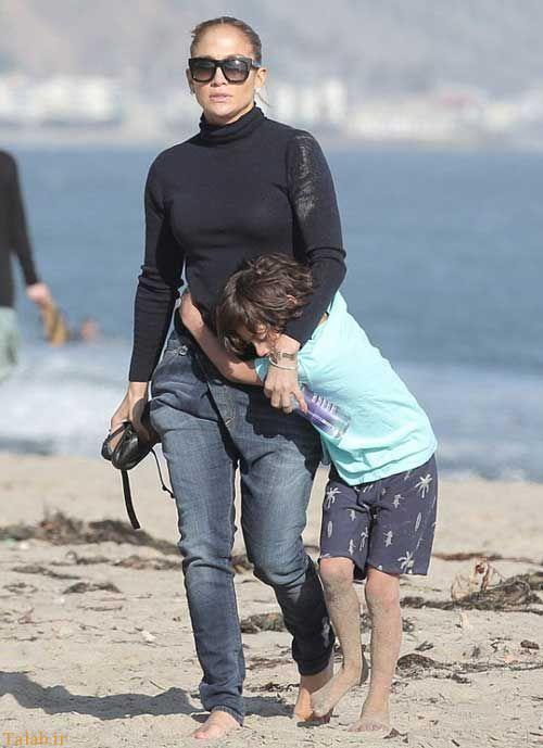 عکس جنیفر لوپز و بچه هایش در کنار ساحل